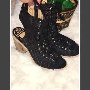 DOLCE VITA SUEDE LIRA BOOTIES SIZE 6.5
